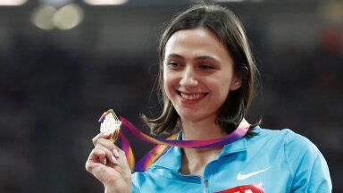 Maria Lasitskene 2017. aasta Londoni MM-i kuldmedaliga.