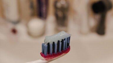 Hambaarstid hoiatavad: vahetult peale teatud toitude söömist ei tohiks sa kohe kindlasti hambaid pesta