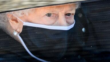 FOTOD | 85 aastat kuninglikke hüvastijätte: kuninganna Elizabeth II matusegarderoob on püsinud alati klassikaliselt kaunis