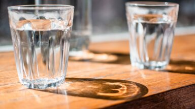 Hambaarst avaldab: see on põhjus, miks peaksid iga kord, kui midagi näksid, vett peale jooma