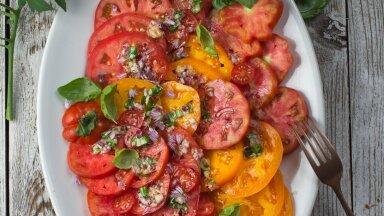 Südasuvine tomatisalat