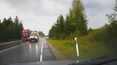 VIDEO   Ohtlik olukord väikemaanteel. Kiirabisõidukijuht võttis veoautost möödudes riske