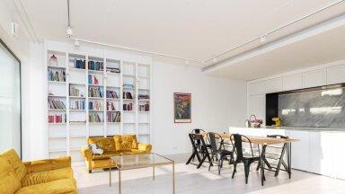FOTOD | Värvikalt minimalistlik loft Kalamajas