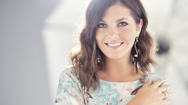 """Birgit Sarrap,""""Eesti otsib superstaari"""" kunagine võitja, on nüüd selle saate üks kohtunikest."""