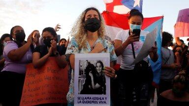 Jõhkralt tapetud Keishla Rodrigueze õde Bereliz Nichole (keskel) osalemas protestiaktsioonis, mis leidis aset pärast surnukeha leidmist.