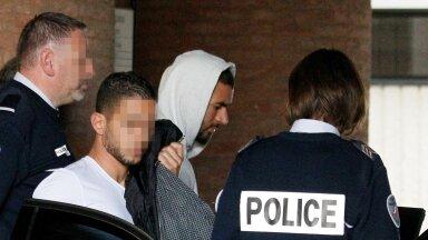 Karim Benzema (kapuutsiga) vahistati 2015. aastal, kui teda kahtlustati väljapressimises osalemises.