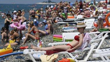 В России попросили ослабить ограничения на зарубежные поездки из-за нехватки мест в Сочи