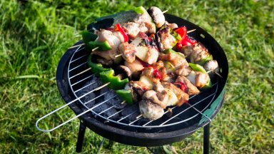 Spetsialist selgitab: kas grilli tohib ööseks õue vihma kätte jätta?