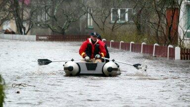 TEEDEST SAID JÕED: Jaanuaritorm aastal 2005 näitas paljudele, millist kahju võib loodus inimesele teha.
