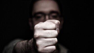 Verbaalvägivaldur, foto on illustreeriv