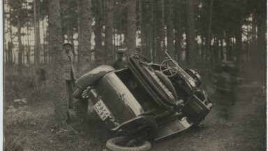 Liiklusõnnetus - teelt välja sõitnud sõiduauto Chevrolet, tagaosa