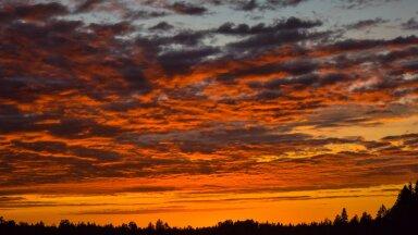 Päikeseloojang tegi taeva punaseks