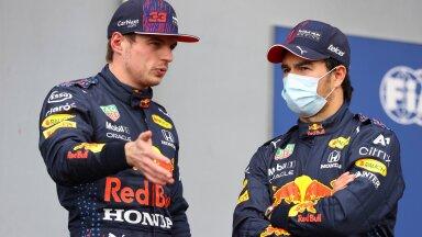 Max Verstappen (vasakul) on pahane, et ei saa Sergio Pérezelt piisavalt abi.