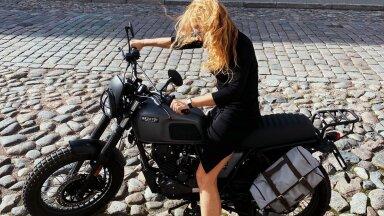 Naine, kes eelistab sõiduvahendina mootorratast: võrreldes autosõiduga on see nagu meditatsioon
