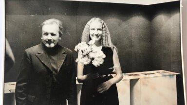 Isa ja tütar Anton H. Tammsaare muuseumis 1983. aastal