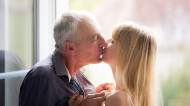 Paljastame tõe, miks paljud naised eelistavad suhtekaaslaseks endast tunduvalt vanemaid mehi