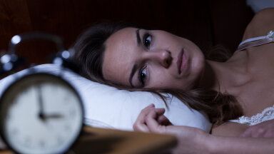 Ärkad keset ööd mitu korda üles? Need nõuanded aitavad sul unetunnid täis saada
