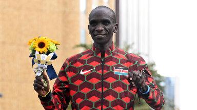 ОИ-2020   Кениец Кипчоге лучше всех бегает марафоны — второе олимпийское золото подряд