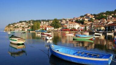 Balkani riigid on reisimiseks ühed soodsamad - ja meile lähedal! Pildil Makedoonia järv Ohrid.