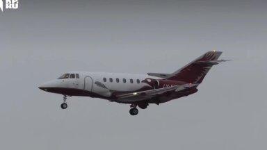 ВИДЕО | В Москве самолет при посадке завалился на бок