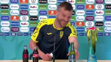 VIDEO   Ukraina jalgpalliäss viskas Cristiano Ronaldo üle nalja: Coca-Cola ja Heineken, võtke minuga ühendust!