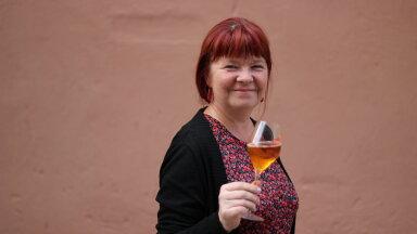 Veinivilla perenaine Tiina Kuuler sai pudelisse Eesti esimese valge veini, mis valmistatud punase veini meetodil.