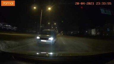 """ВИДЕО   В Ласнамяэ водитель ехал по встречке и просил """"свалить с дороги"""". Комментарий полиции"""