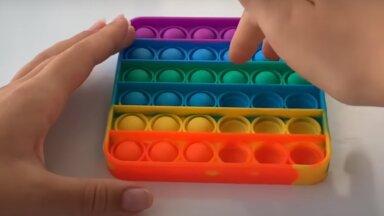 """Эксперт оценила возможный вред """"поп-итов"""". Могут ли популярные игрушки быть опасными для здоровья?"""