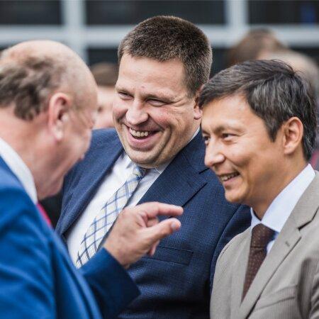 Mart Helme, Jüri Ratas ja Mihhail Kõlvart on heas tujus
