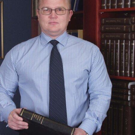 KOHTUALUNE: Oma süütust kinnitav vandeadvokaat Urmas Arumäe on Aadu Lubergile tänulik kohtuprotsessi ajal saadud õpetussõnade eest.