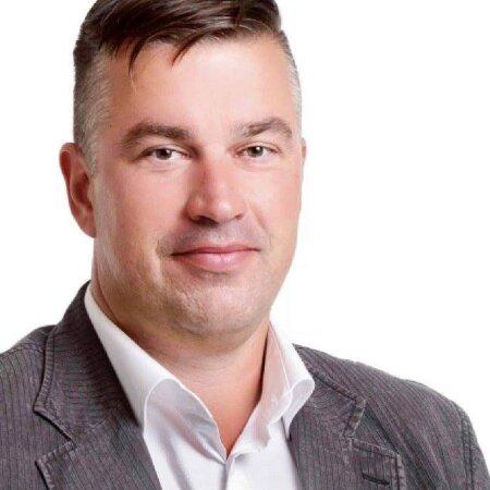 AMETNIKUST ÄRIMEES: Endine keskkonnaameti metsahoiu spetsialist Lembit Alliksaar.