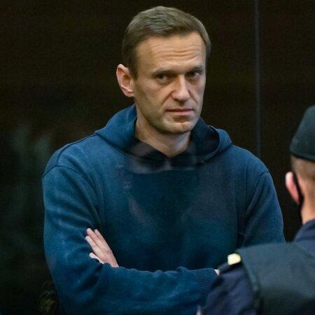 Opositsionäär Aleksei Navalnõile mõisteti kahe aasta ja kaheksa kuu pikkune vangistus koloonias.