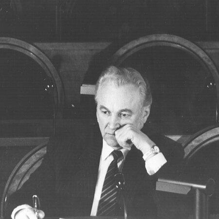 Arnold Rüütel ülemnõukogu istungil