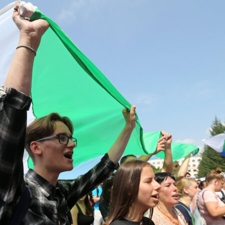Meeleavaldajad kannavad Habarovski krai lippe
