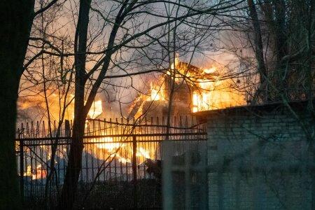 Tallinnas Kopli tänav 35 juures põles mahajäätud hoone