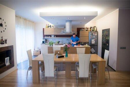 Kööki kujundades oli oluline suur köögisaar – nii on söögitegemine lõbusam ja seltskondlikum.