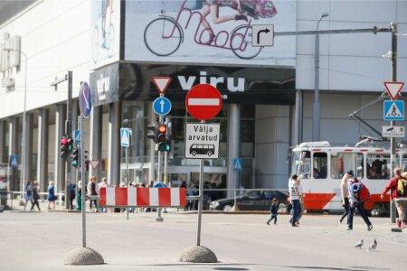 KEELUMÄRK: niivõrd keset Hobujaama tänavat, kui üldse olla saab. See lubab Narva maanteele välja sõita vaid bussidel.