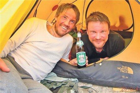 REISIKAASLASED: Andras Kaasik (vasakul) ja Tanel Tuuleveski on koos käinud mitme mäe vallutamise retkel. Pildil hetk Cho Oyu ekspeditsiooni ajast.