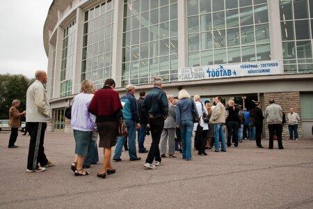 TÖÖPUUDUS MORJENDAB: Tallinna tööbörs 2009. aastal Lauluväljakul.