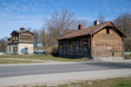 Renoveerimata hooned, Suurtüki 10, 12
