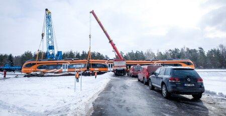 20.02.2018 Kulnas avarii teinud rongi tagasi rööbastele tõstmine järgmisel hommikul.