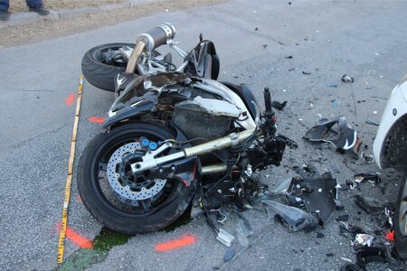 Politsei rammis kihutavat mootorratturit