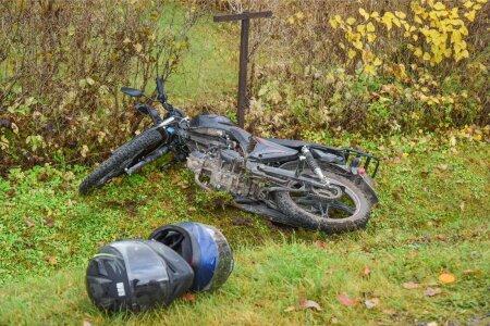 Mõisakülas sai sõiduauto ja mopeedi kokkupõrkes viga kaks inimest