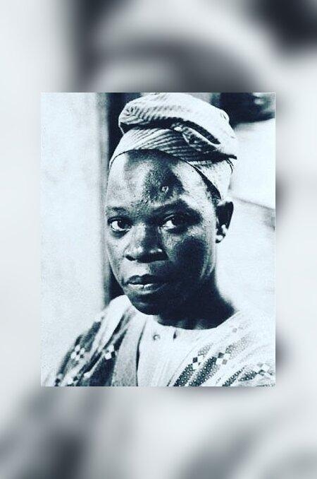 """Amos Tutuola (1920–1997) kasvas Nigeerias, tema vanemad olid jorubad. Kristlased, kakaokasvatajad. """"Palmiveinijoodik (ja tema koolnud veinilaskja koolnute linnas)"""" (eesti k Mathura) sündis paari päevaga, see ongi unenäoline lend läbi mütoloogia ja muinasjutu- maailma. Põhimõtteliselt jätkas ta sama laadiga ka oma järgmistes teostes."""
