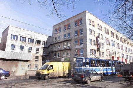 """Marati peahoonet Tallinnas Tartu maanteel ehtis nõukogude ajal ja hulk aastaid hiljemgi loosung """"Au tööle!""""."""