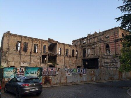 Sõja jäljed on Mostaris endiselt selgelt näha ja puruks pommitatud majad pole linna haruldus