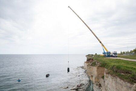 Paldiski lähedal Pakri poolsaarel tõmmati merest välja auto, mis sõitis pankrannikult merre 16.mail.