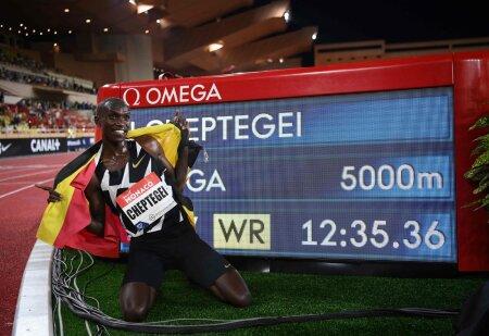Joshua Cheptegei viis 5000 meetri distantsil rekord 12.35-ni. Mida suudab ta kaks korda pikemal võistlusmaal?