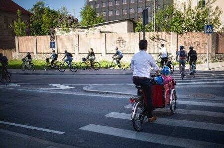 Kui Tallinna ratturid saaksid endale rattateed, ei peaks nad enam kõnniteedel sõitma ja jalakäijaid ohustama, sõnas Tallinna rattalinnapea Pärtel-Peeter Pere.