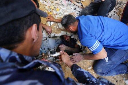 Iisraeli pommirünnaku ohver varemete all